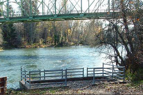 dodge bridge in eagle point oregon on the rogue river