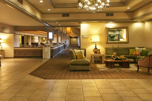 Inn at the Commons lobby in Medford Oregon