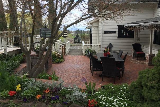 Orchard Home Bed & Breakfast in Medford Oregon