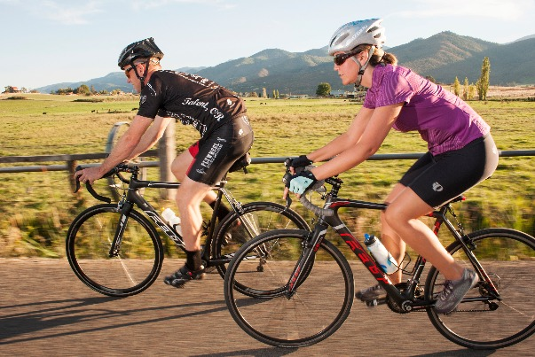 Bicyclists enjoying a ride through Southern Oregon outdoors