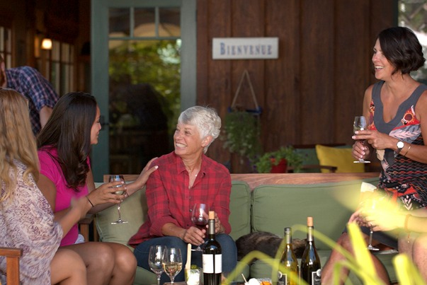 Friends enjoying wines at a Southern Oregon winery